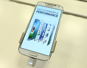 Samsung Galaxy S 4 in Best Buy Store